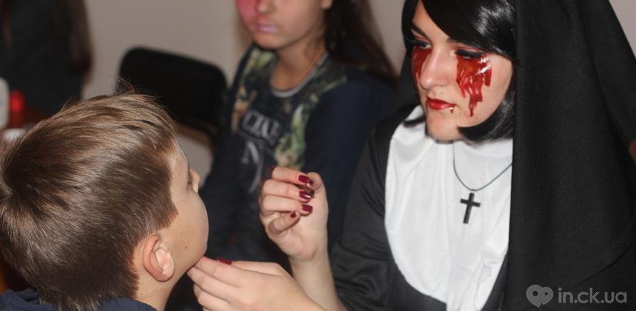 """Фото 1 - В Черкасском художественном музее прошла """"сверхъестественная"""" вечеринка"""