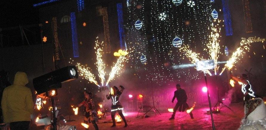 'Главная елка Черкасс зажгла свои огни'