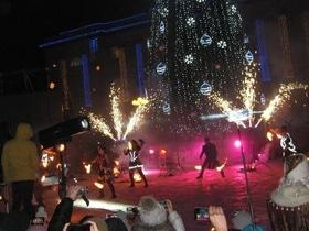 Статья 'Главная елка Черкасс зажгла свои огни'