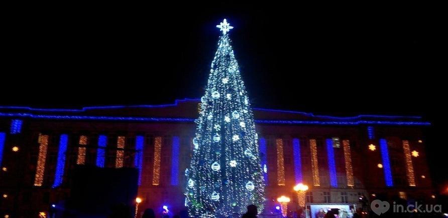 Фото 5 - Главная елка Черкасс зажгла свои огни
