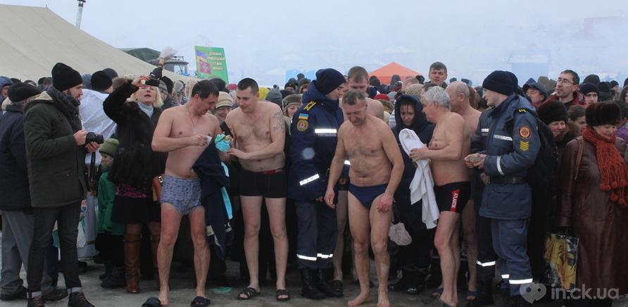 Фото 4 - Как черкащане на Крещение в ледяную воду ныряли