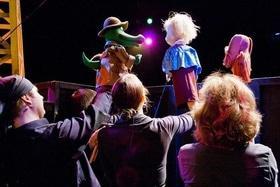 Статья 'Кукольный театр: тайная жизнь за кулисами'