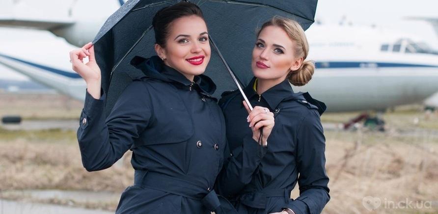 Фото 2 - Красивые улыбчивые девушки, которые работают выше облаков