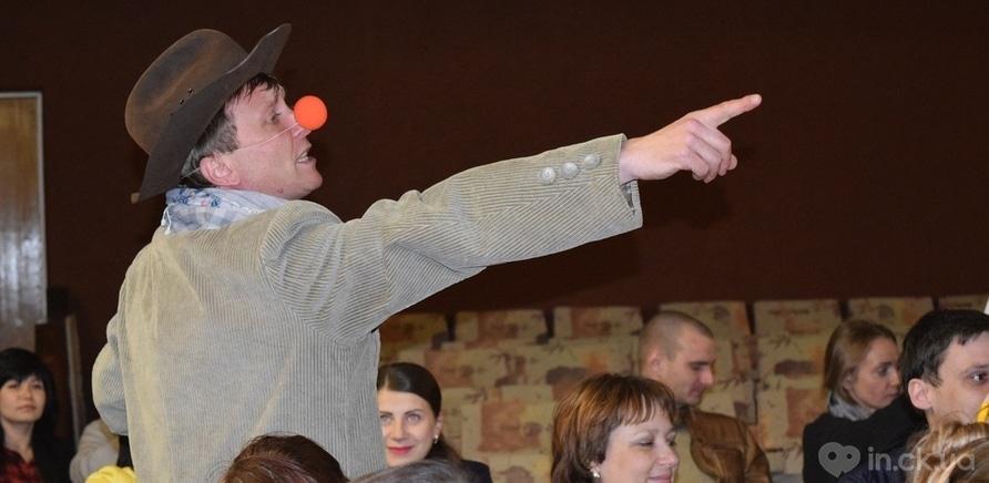 """Фото 1 - Черкасские актеры представили горожанам импровизацию """"Гамлет и Джульетта"""""""