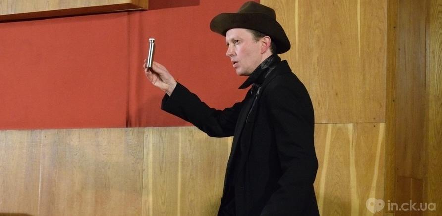 """Фото 8 - Черкасские актеры представили горожанам импровизацию """"Гамлет и Джульетта"""""""