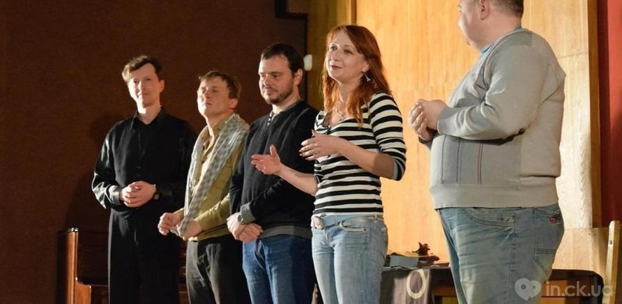 """Фото 10 - Черкасские актеры представили горожанам импровизацию """"Гамлет и Джульетта"""""""