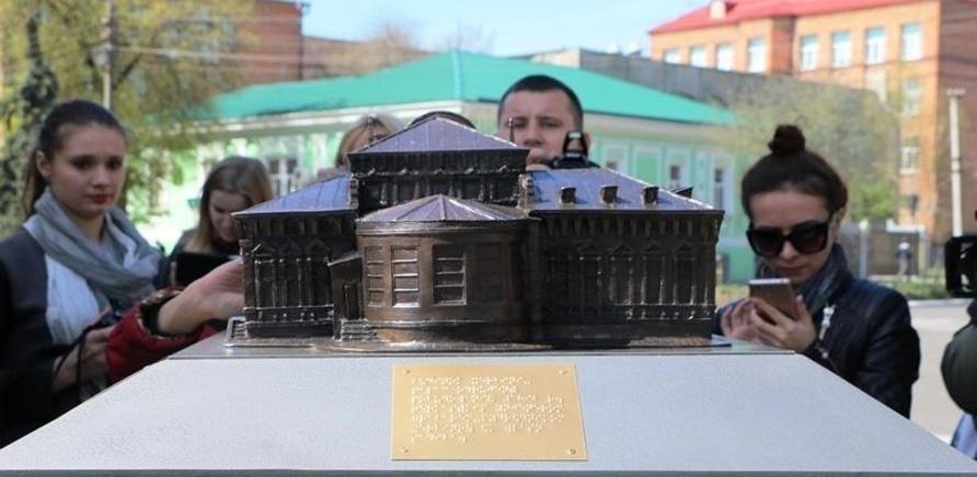 'На черкасском Крещатике установили мини-копии исторических зданий'