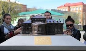 Статья 'На черкасском Крещатике установили мини-копии исторических зданий'