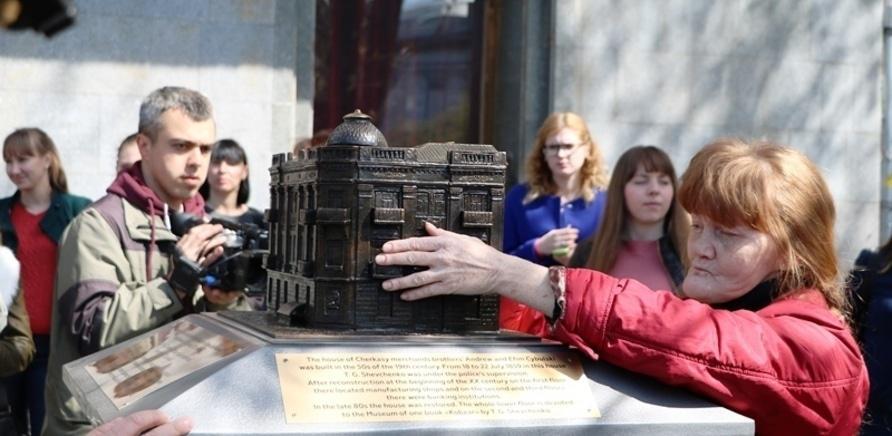 Фото 3 - На черкасском Крещатике установили мини-копии исторических зданий