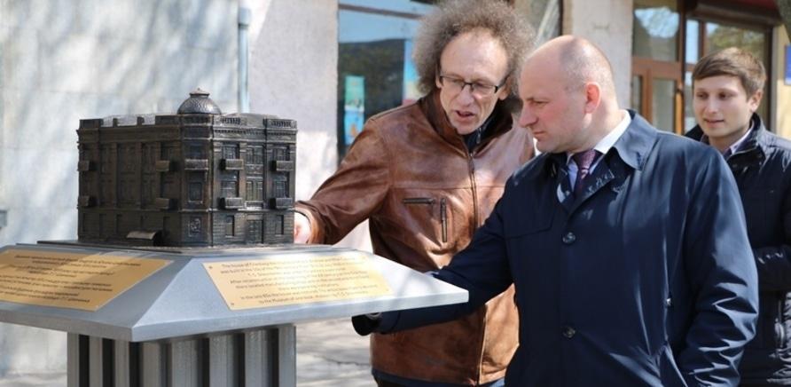 Фото 5 - На черкасском Крещатике установили мини-копии исторических зданий