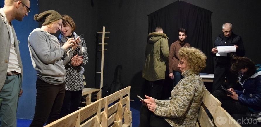 Фото 7 - Киевский андеграундный театр представил горожанам необычный перформанс