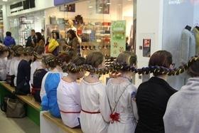 Статья 'Самую длинную в Украине девичью косу заплели в Черкассах'