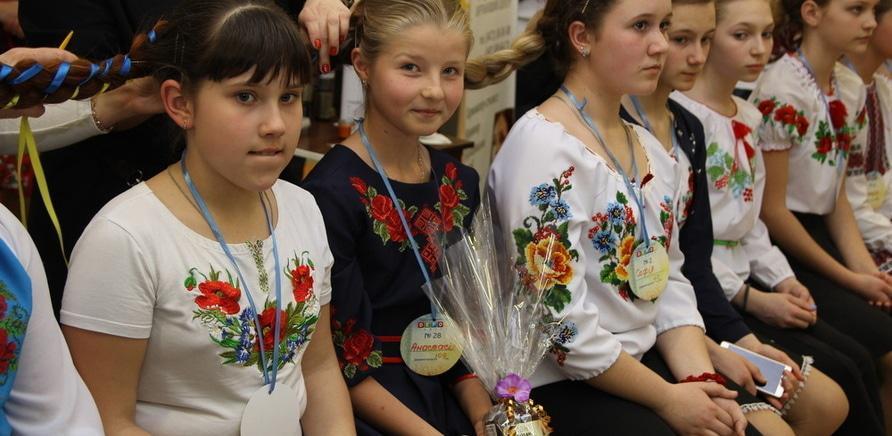 Фото 3 - Самую длинную в Украине девичью косу заплели в Черкассах