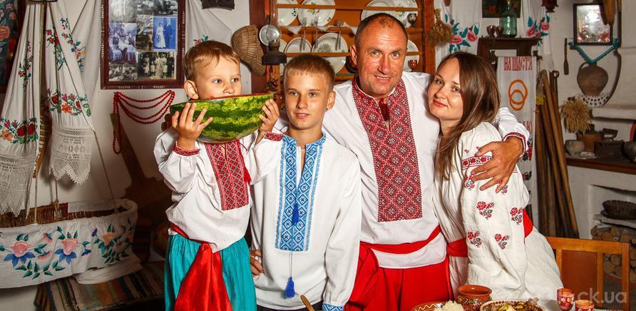Фото 1 - Семейное древо: в Черкассах запустили уникальный фотопроект