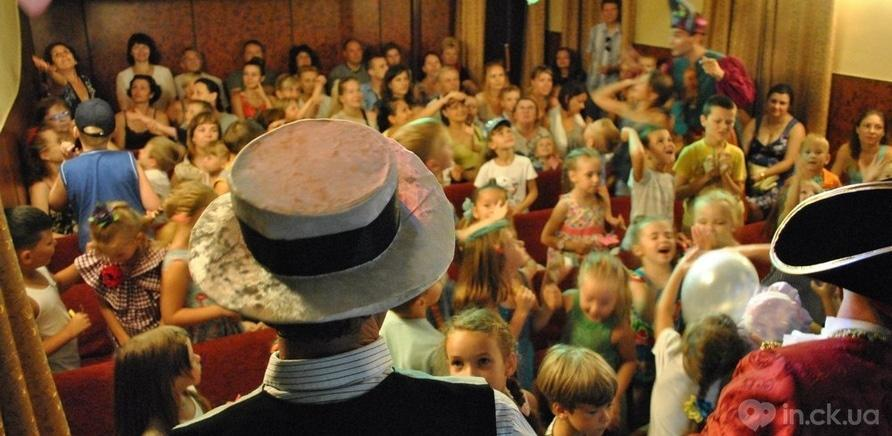 Фото 1 - Каждый спектакль в кукольном театре приводит детей в восторг (фото со страницы театра ВКонтакте)