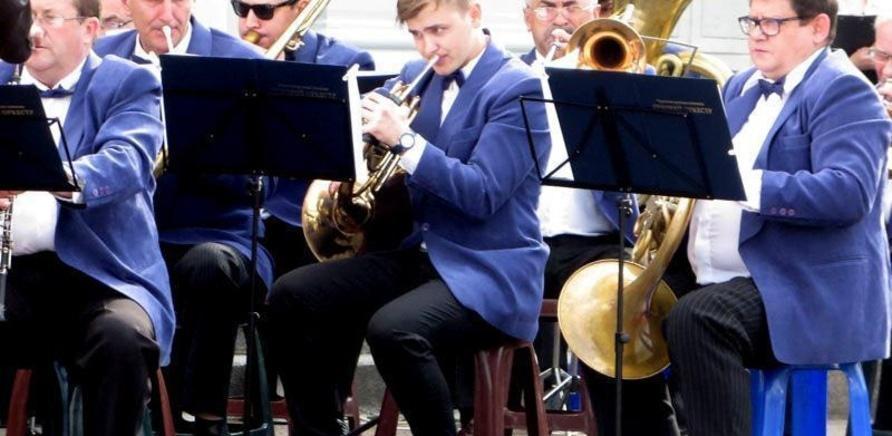 'У сквері біля облради знову гратиме оркестр'