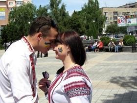 Статья 'В Черкассах в четвертый раз состоялся марш в вышиванках'
