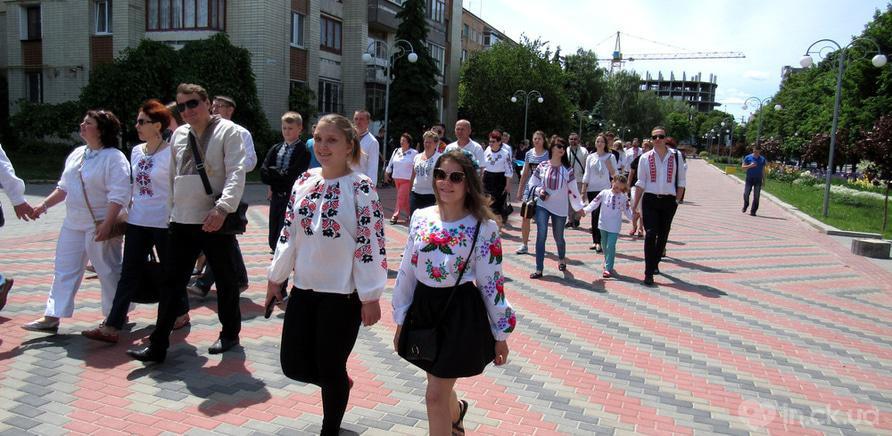 Фото 6 - В Черкассах в четвертый раз состоялся марш в вышиванках