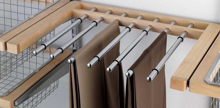 Фото 4 - Специальные секторы для брюк и галстуков позволят сэкономить площадь