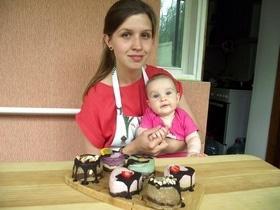 Стаття 'Без молока, цукру, борошна і дріжджів: черкащанка готує солодощі для веганів і сироїдів'
