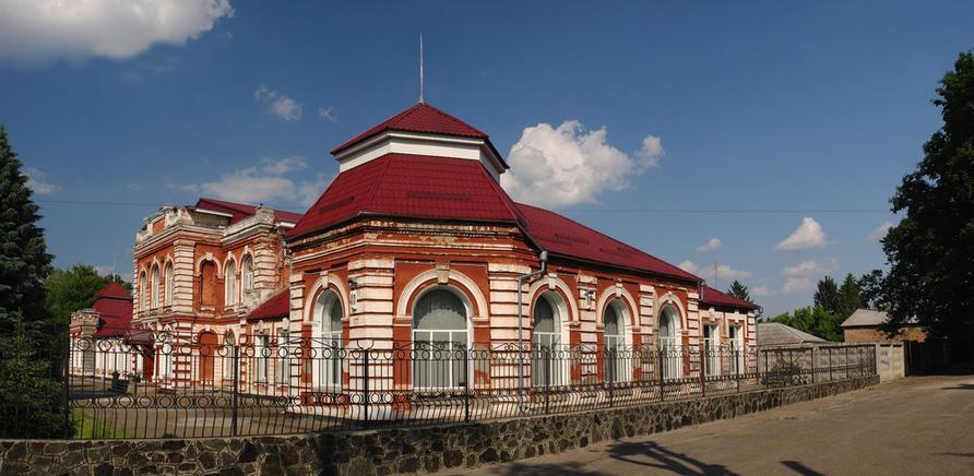 Фото 1 - Здание женской гимназии. Фото – haidamac.org.ua