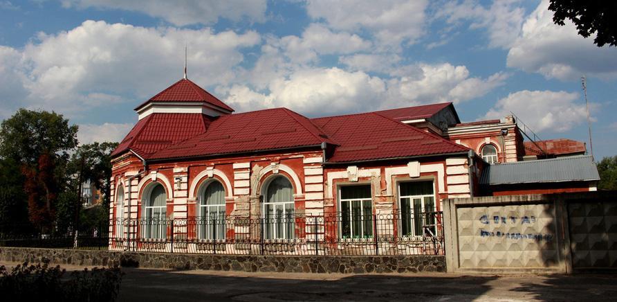 Фото 2 - Здание женской гимназии. Фото – Myroslava Marych
