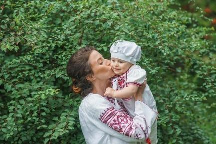 """Статья 'Активное материнство: как черкасщанки в """"декрете"""" строят карьеру'"""