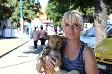 Статья 'Черкасщанка десять лет спасает бездомных животных'