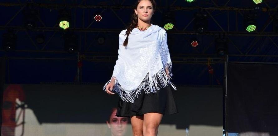 ''Черкассы Fashion': в Долине роз показывали дизайнерскую одежду'