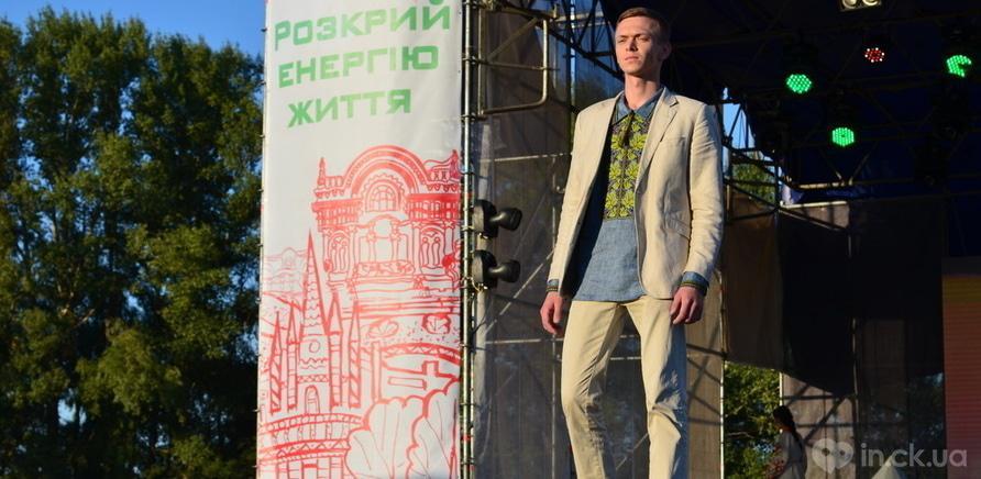 "Фото 1 - Показ коллекции ТМ ""Вышиванка"""