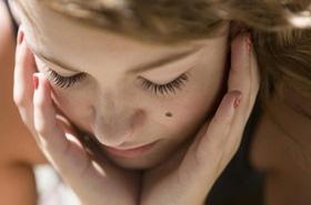 Статья 'Обычная родинка на теле может превратиться в опухоль. Что с этим делать?'