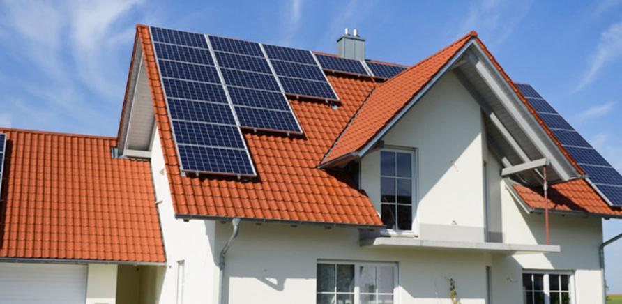 Панели можно установить на крыше любой формы