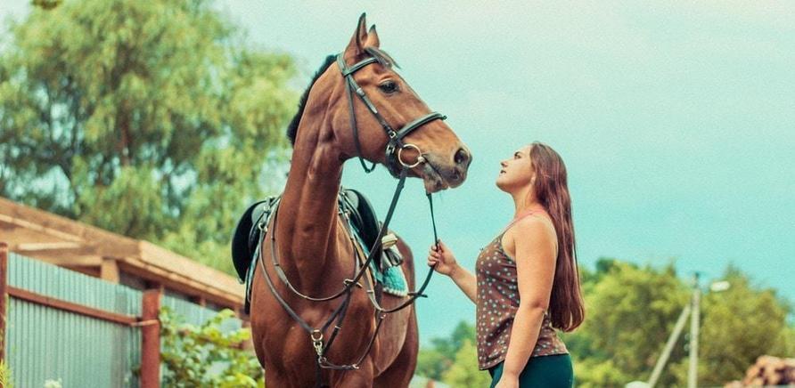 'Необычный презент: черкасщанка получила в подарок коня'
