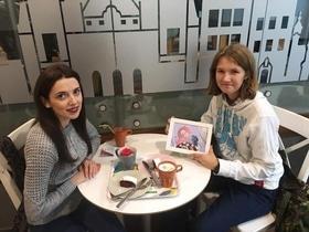 Статья 'Искусство ради благотворительности: победительница аукциона получила картину от Анны Проненко'