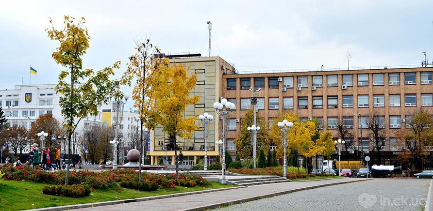 Фото 2 - Територія Черкаської обласної державної адміністрації