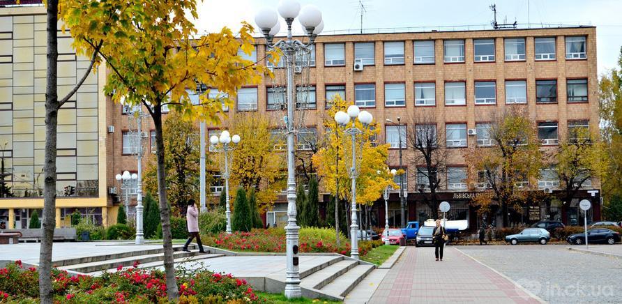 Фото 3 - Територія Черкаської обласної державної адміністрації