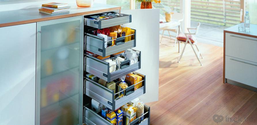 Фото 2 - Удобно организованные системы хранения в шкафах и ящиках сэкономят время и в процессе приготовления пищи, и в процессе уборки