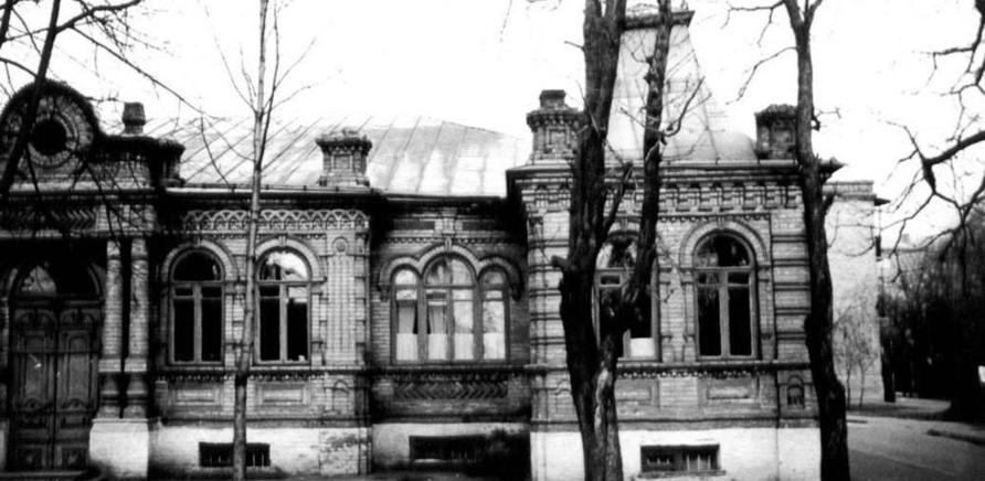 Фото 2 - Старое здание Краеведческого музея размещалось на углу современных улиц Гоголя и Симоненко