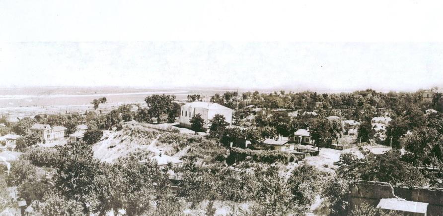 Фото 1 - Святотроицкая церковь стояла на месте теперешнего Холме Славы еще в середине XIX века