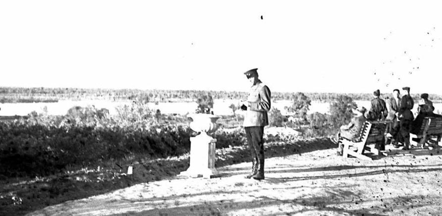 Фото 2 - Вид на Днепр из сквера Богдана Хмельницкого в 1947 году