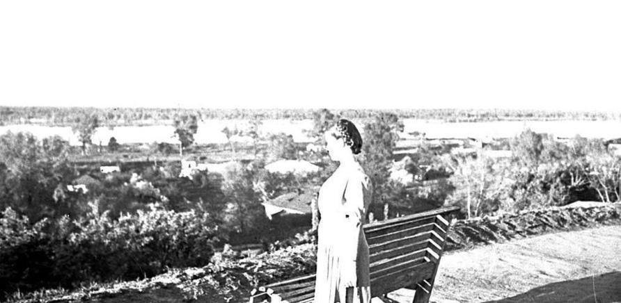 Фото 3 - Вид на Днепр из сквера Богдана Хмельницкого в 1947 году
