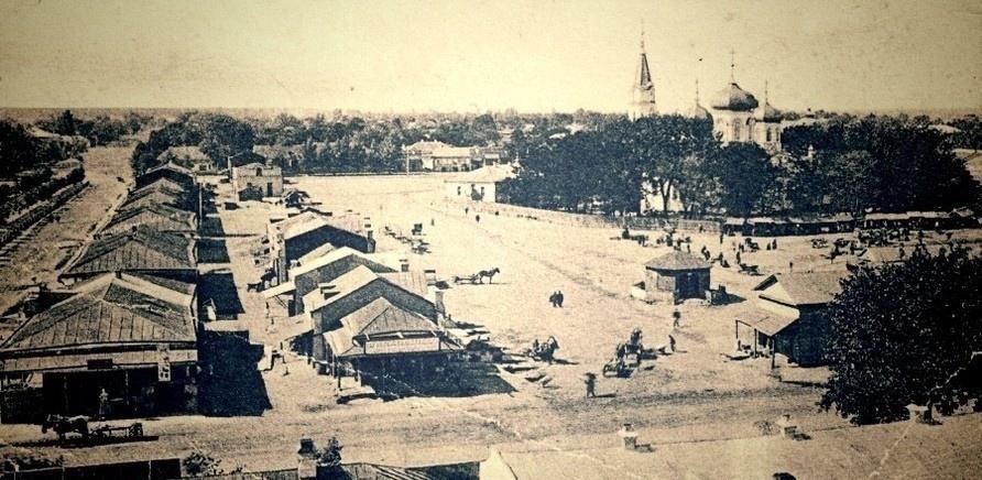 Фото 1 - Эту часть Базарной площади вы видели часто...