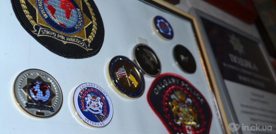 Фото 2 - Среди экспонатов есть памятные медали, похожие на монеты