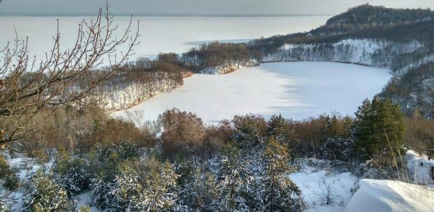Озеро Бучак – краса, яку залишили на згадку від недобудованої ГАЕС. Фото – rada.info