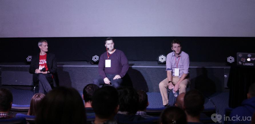 Фото 1 - Дастин и Бен отвечают на вопросы аудитории