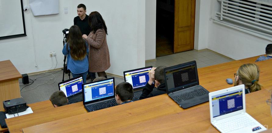 Фото 1 - Студенты ЧНУ на коллективном шахматном турнире
