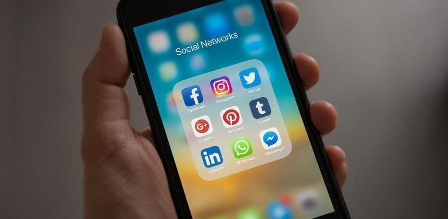 'Ограбление, сбор средств и найденные родственники: черкасщане рассказали о вреде и пользе Facebook'