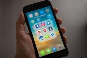 Стаття 'Пограбування, збір коштів і знайдені родичі: черкащани розповіли про шкоду і користь Facebook'