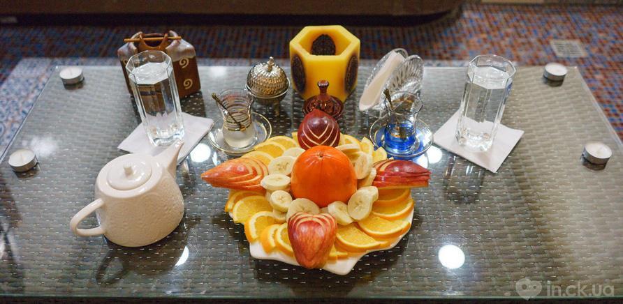 Фото 1 - Угощение из фруктов и чайная церемония