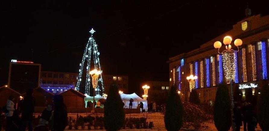 'Святой Николай зажег новогоднюю елку на Соборной площади'